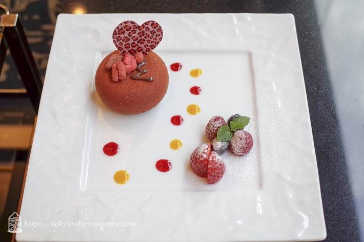 [フォンテーヌ/ロイヤルパークホテル]ストロベリーゼリー入りチョコレートムース